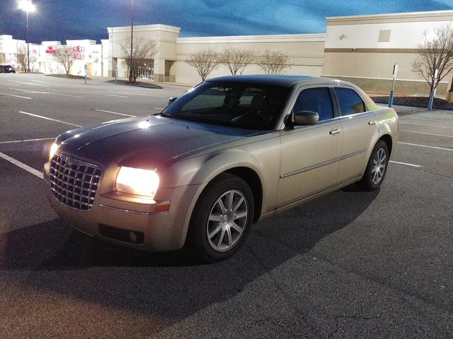Pre-Owned 2009 Chrysler 300 Touring Signature